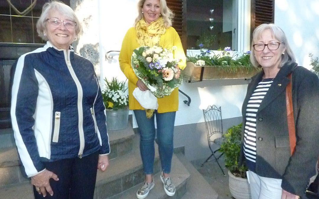 FU gratuliert Manuela Kreuzmair